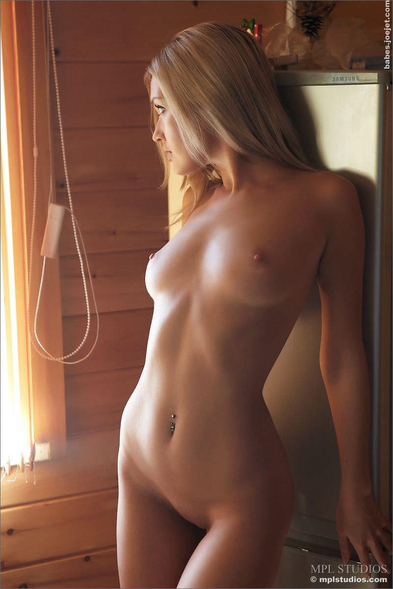 グラマラスな弾ける巨乳おっぱいのセクシーヌードポルノ画像 162