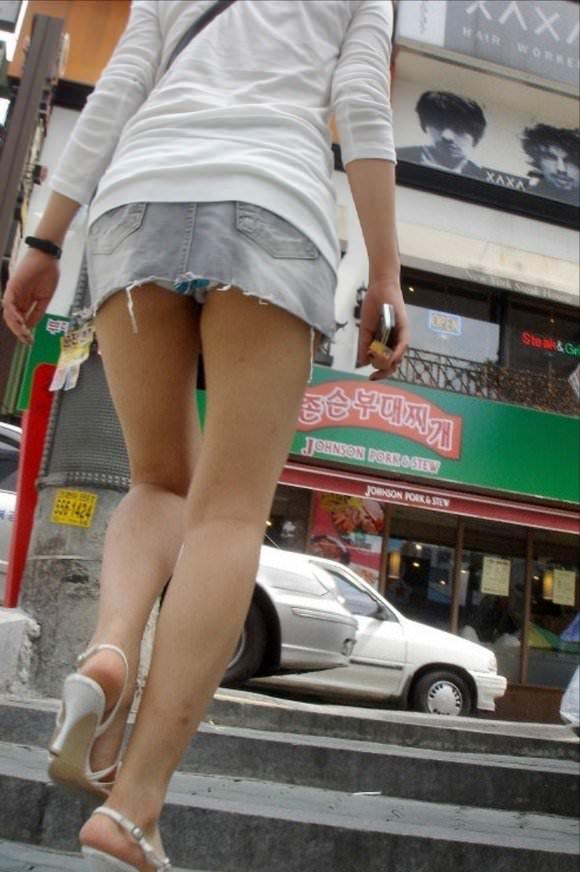 韓国人女子の太ももを街撮り盗撮した素人ポルノ画像 166