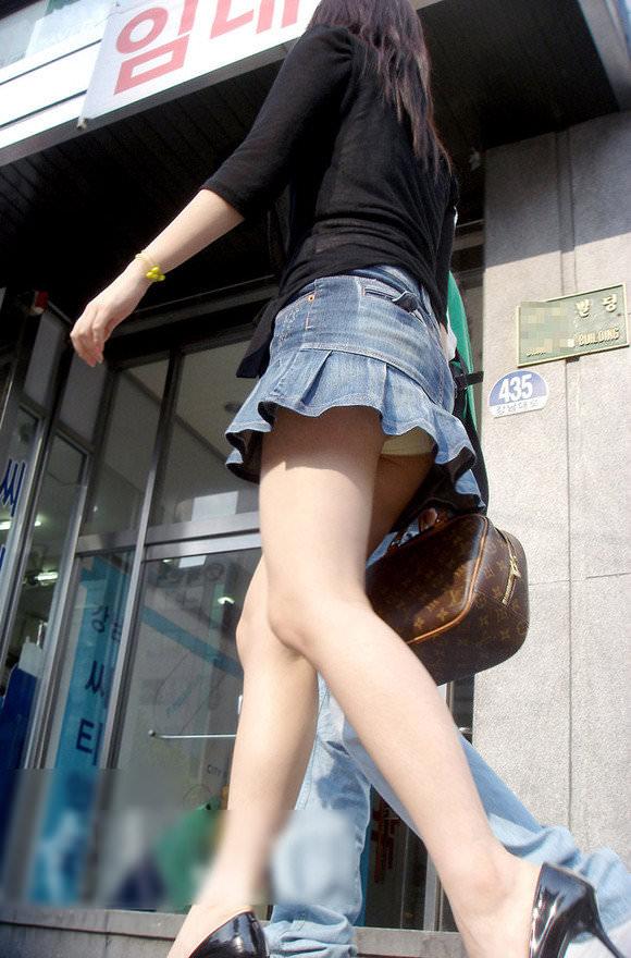韓国人女子の太ももを街撮り盗撮した素人ポルノ画像 184