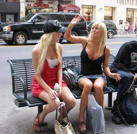 外人の素人女子は普段着からセクシー過ぎる街撮りポルノ画像 206
