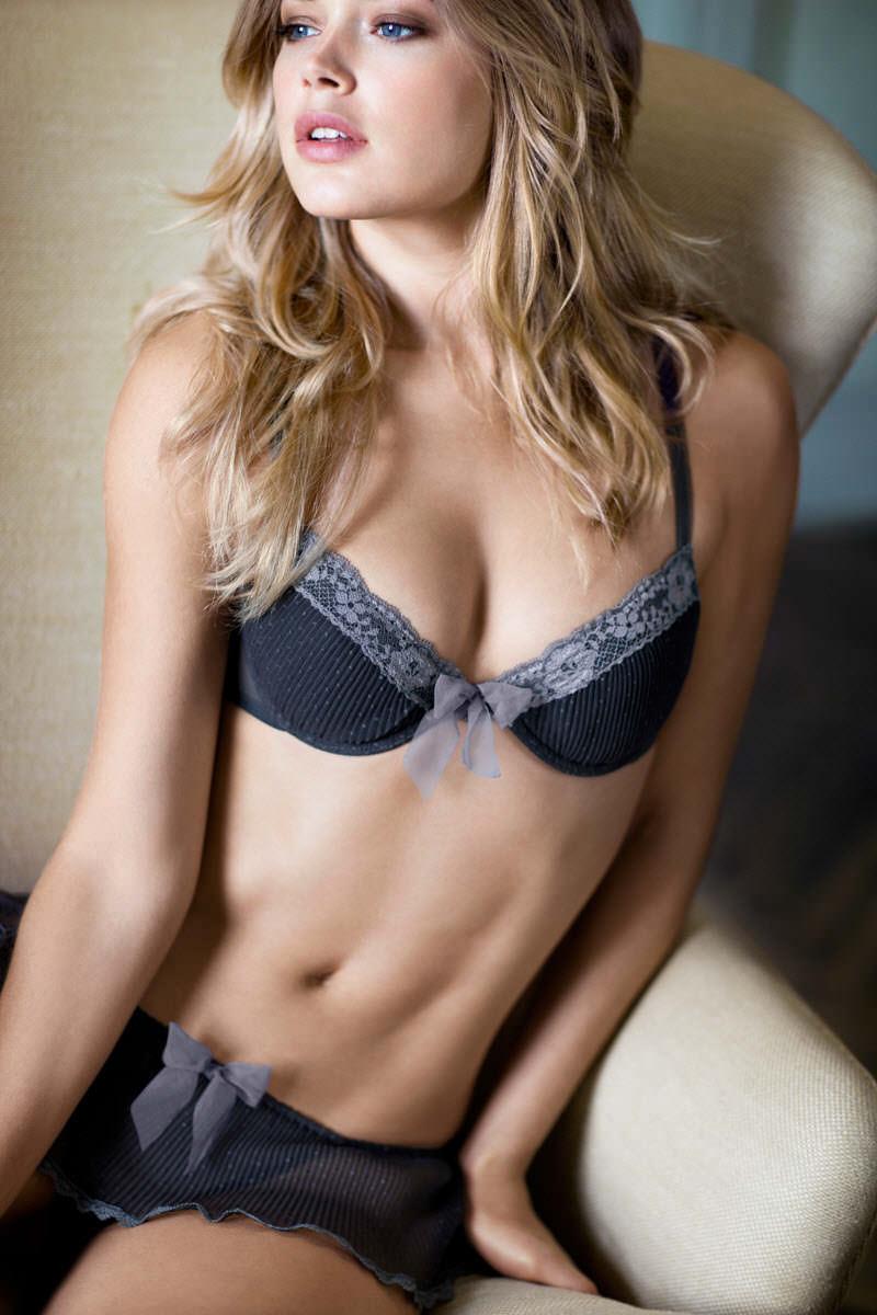グラマラスバディーが下着を付けててもエロ過ぎる海外美人のポルノ画像 211