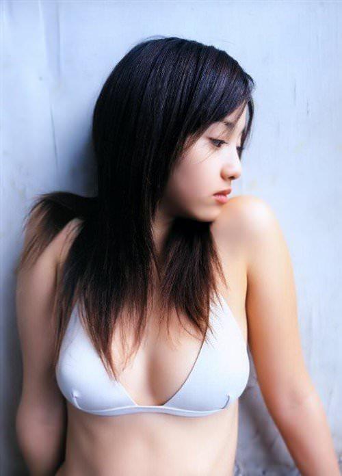絶対美乳と断言できるフランス人ハーフ女優の沢尻エリカのビキニ画像 21251