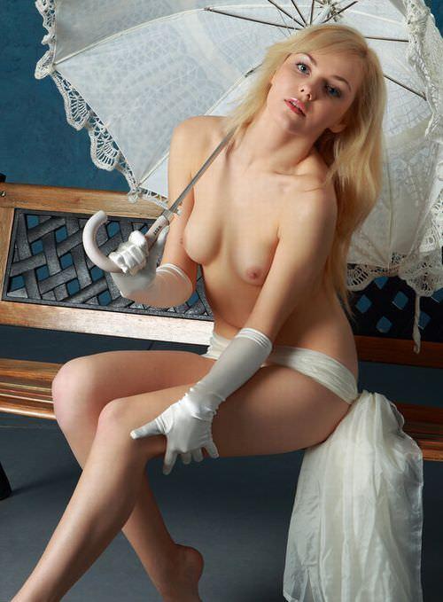 透き通るように美しい金髪ブロンドを持つ絶滅危惧種の美人のヌードポルノ画像 217