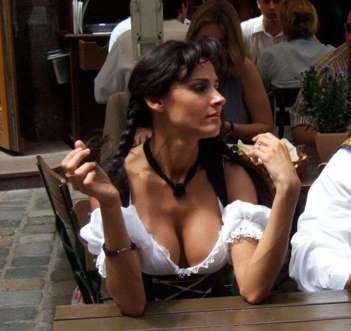 美しい外国美人たちが自慢のコスプレしてるポルノ画像 220