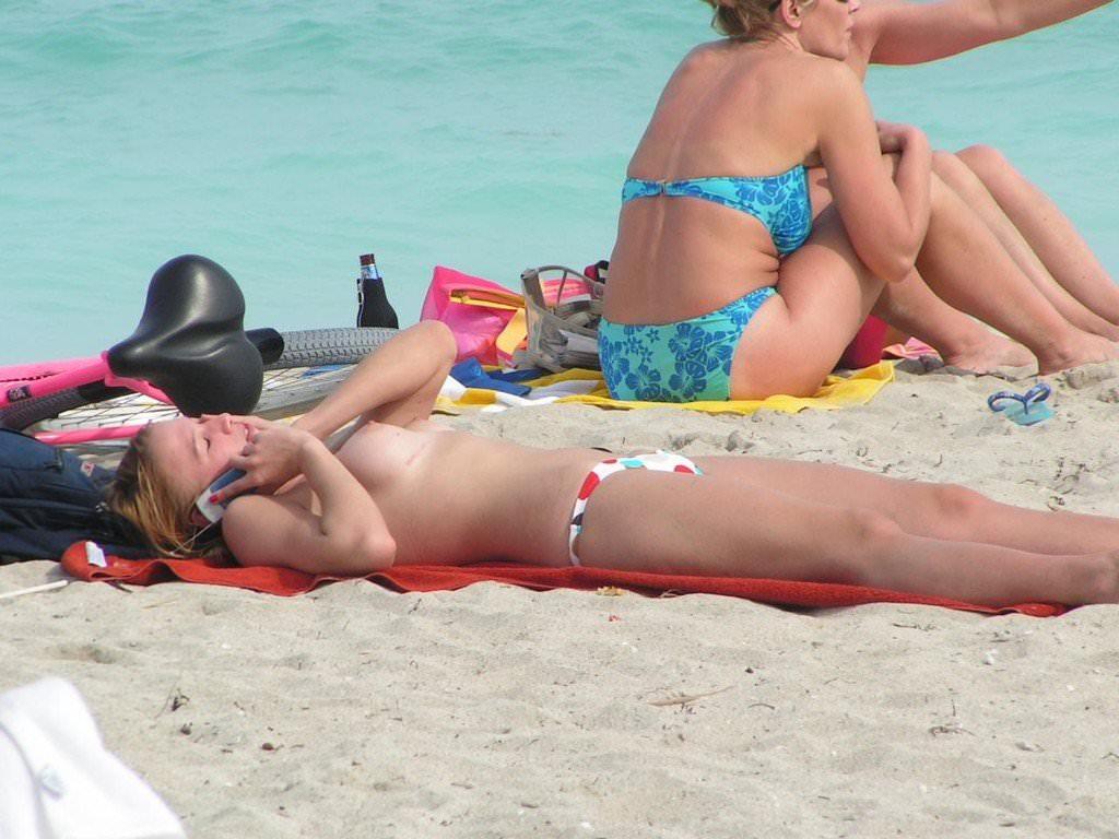 ヌーディストビーチではとりあえず乳首出しとけ的な振る舞いをする海外の巨乳女wwwww 2504