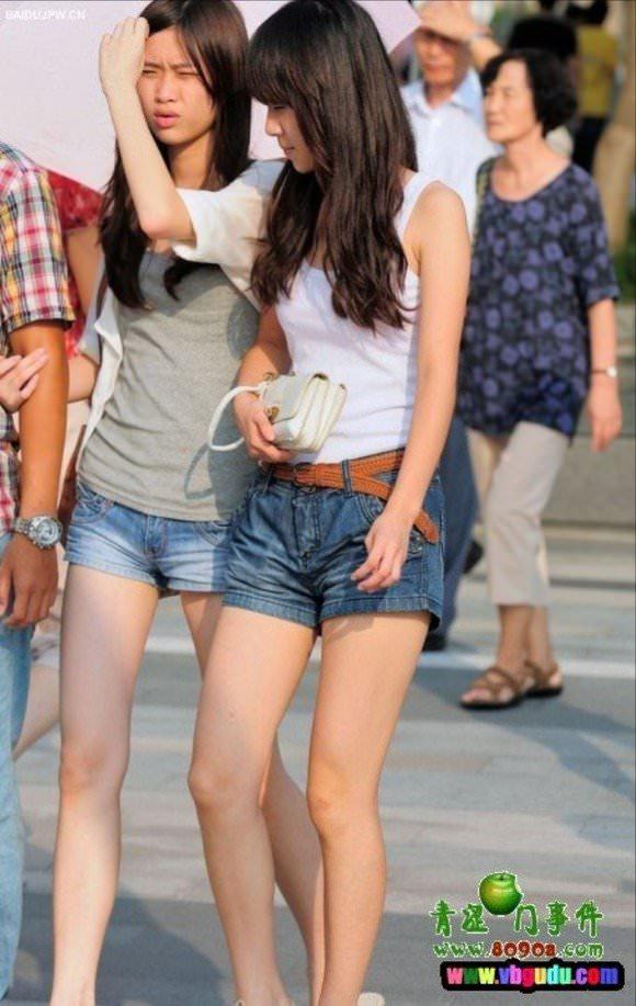 街撮りした韓国人の生足がスベスベでエッロwwwww 2611