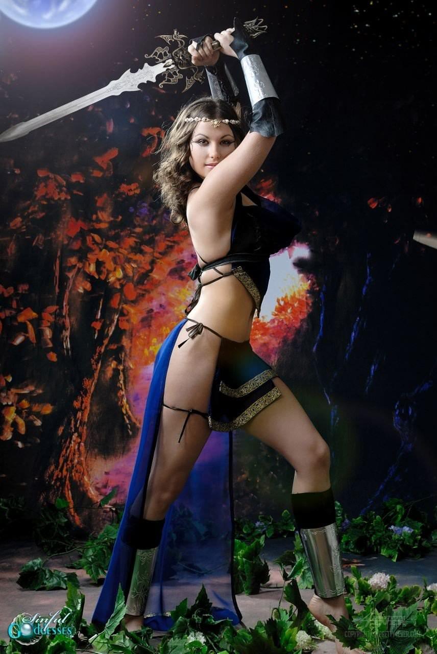 美しい外国美人たちが自慢のコスプレしてるポルノ画像 313