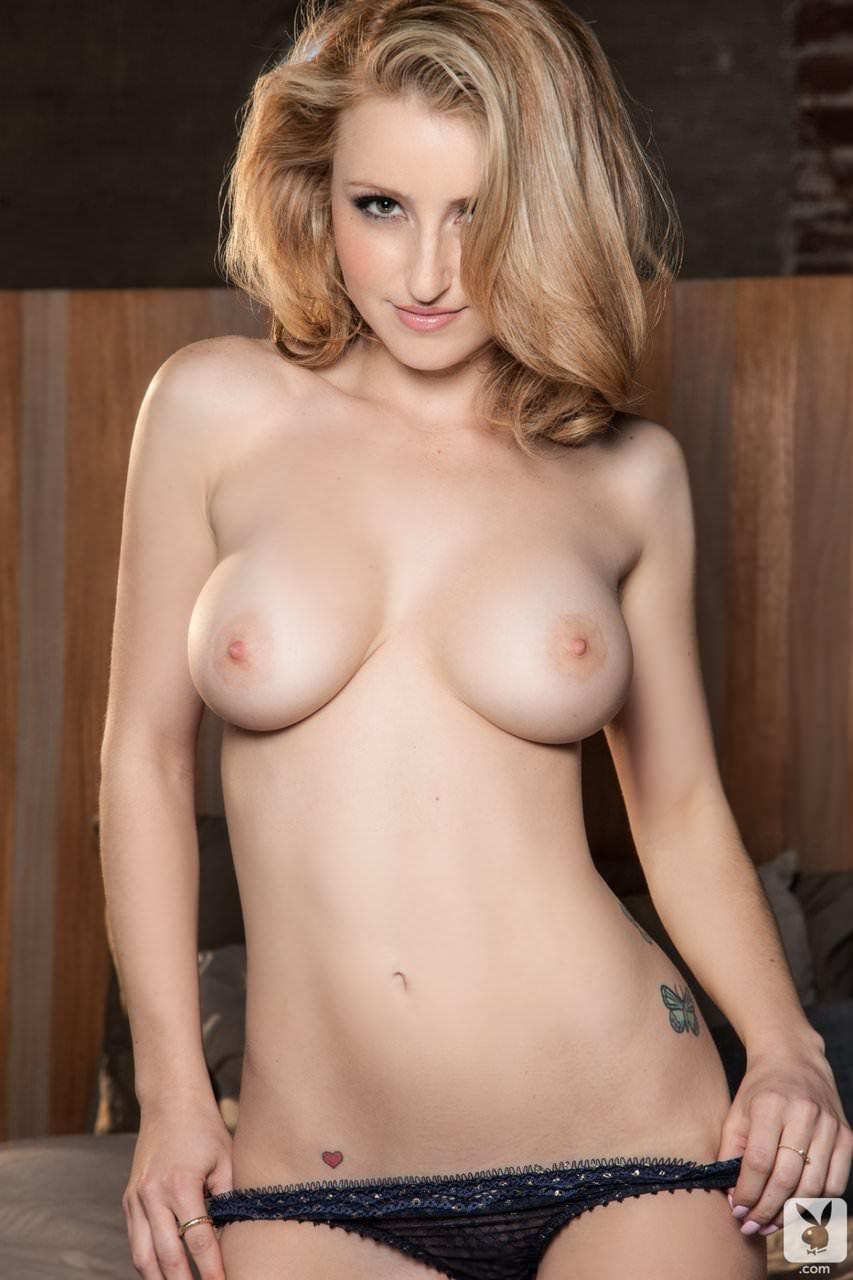 透き通るように美しい金髪ブロンドを持つ絶滅危惧種の美人のヌードポルノ画像 39