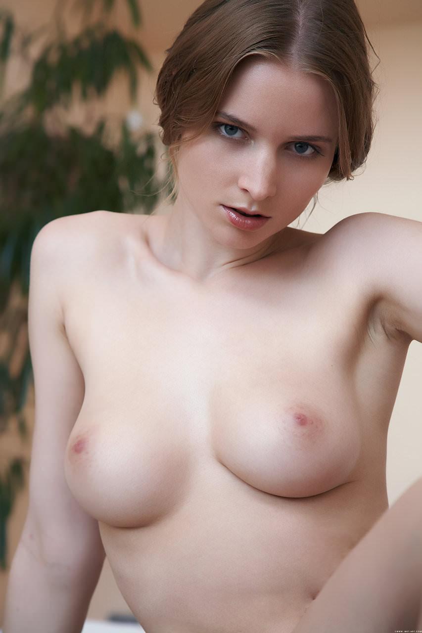 白人の美女ならではの完全無欠の超絶巨乳おっぱいwwwww 437