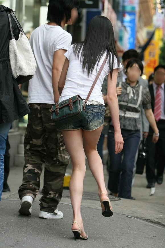 街撮りした韓国人の生足がスベスベでエッロwwwww 528