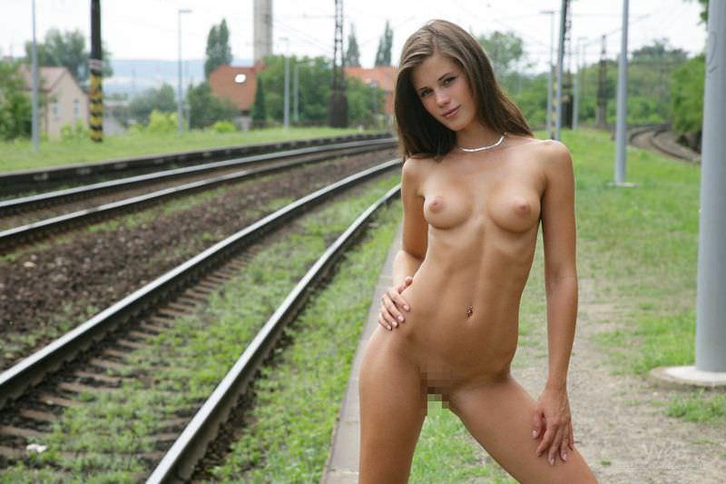 スラっと綺麗な細身のお姉さんたちのヌードポルノ画像 55