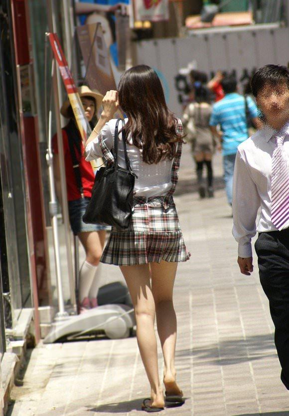 街撮りした韓国人の生足がスベスベでエッロwwwww 628