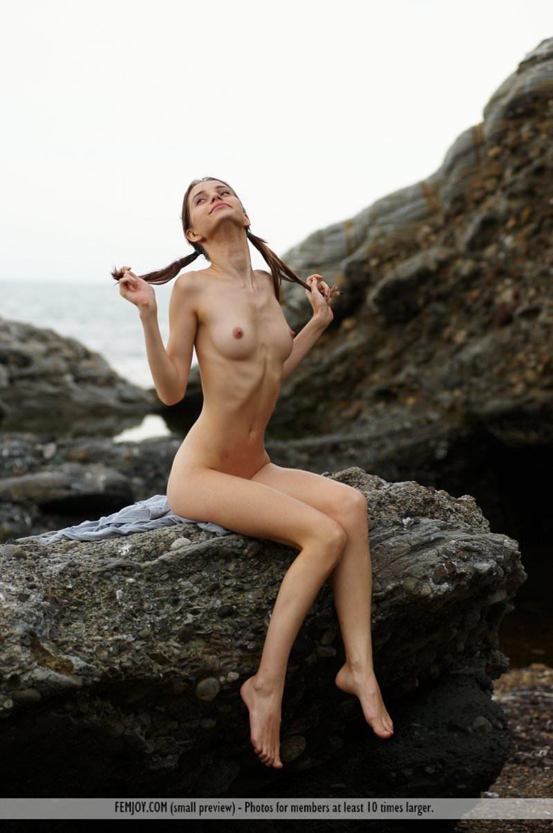 スラっと綺麗な細身のお姉さんたちのヌードポルノ画像 65