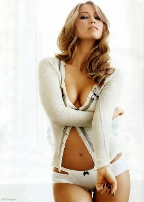 巨乳美人の着衣おっぱいがエロ過ぎるポルノ画像 718