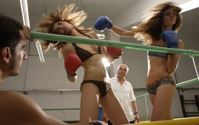 超セクシーなビキニギャルのボクシングが激しすぎて勃起しちゃうwwwwwwwwww 11121