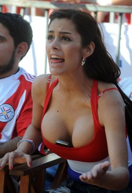海外美人サッカーサポーターが巨乳おっぱいにスマホ隠してる件wwwwww 11125