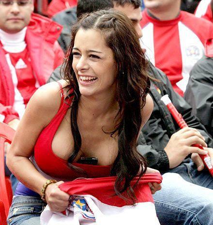 海外美人サッカーサポーターが巨乳おっぱいにスマホ隠してる件wwwwww 11129