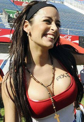 海外美人サッカーサポーターが巨乳おっぱいにスマホ隠してる件wwwwww 11130