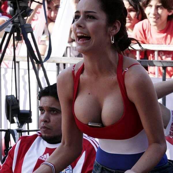 海外美人サッカーサポーターが巨乳おっぱいにスマホ隠してる件wwwwww 11131