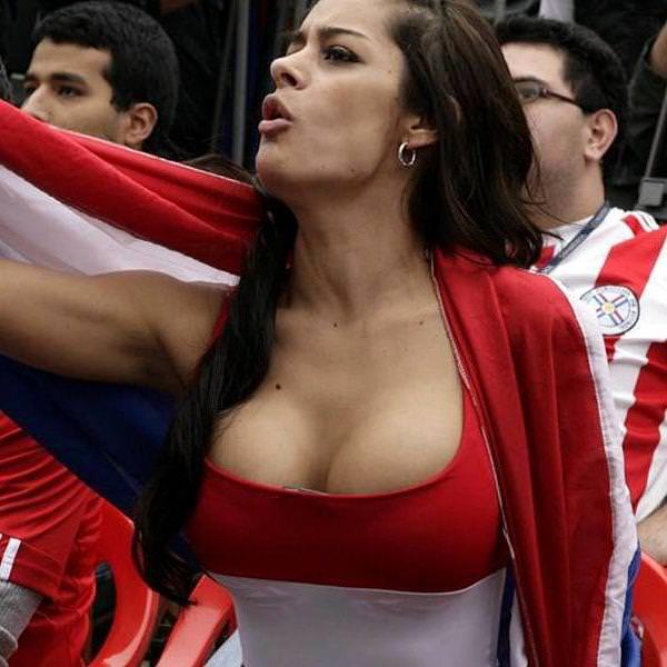海外美人サッカーサポーターが巨乳おっぱいにスマホ隠してる件wwwwww 11132