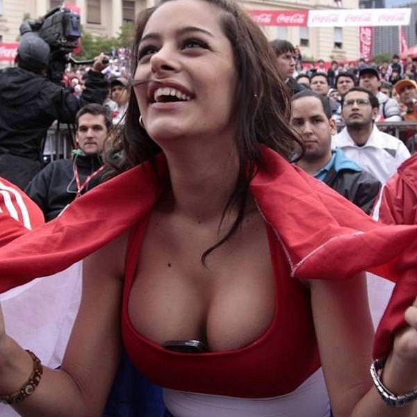 海外美人サッカーサポーターが巨乳おっぱいにスマホ隠してる件wwwwww 11133
