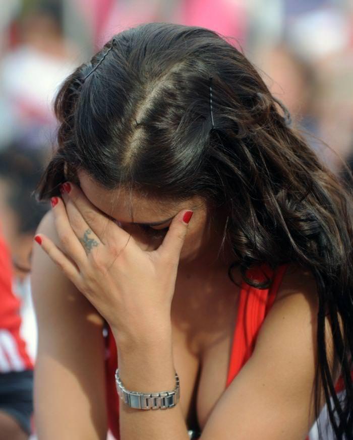 海外美人サッカーサポーターが巨乳おっぱいにスマホ隠してる件wwwwww 11141
