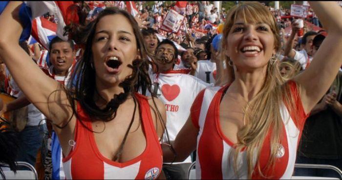 海外美人サッカーサポーターが巨乳おっぱいにスマホ隠してる件wwwwww 11142