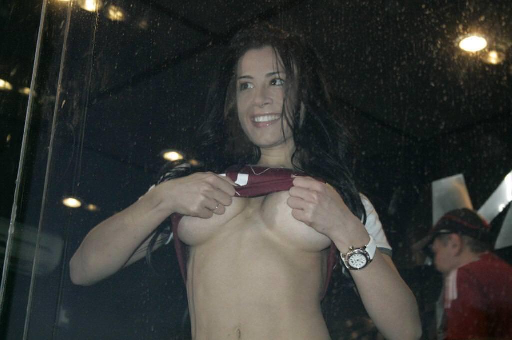 海外美人サッカーサポーターが巨乳おっぱいにスマホ隠してる件wwwwww 11147