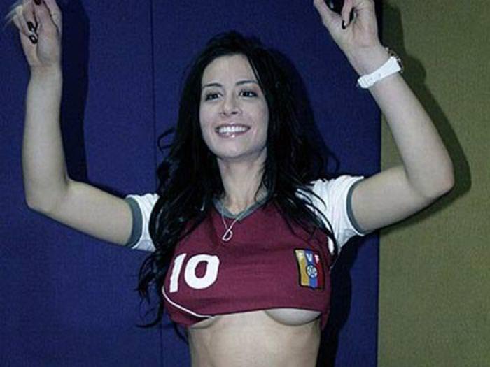 海外美人サッカーサポーターが巨乳おっぱいにスマホ隠してる件wwwwww 11149