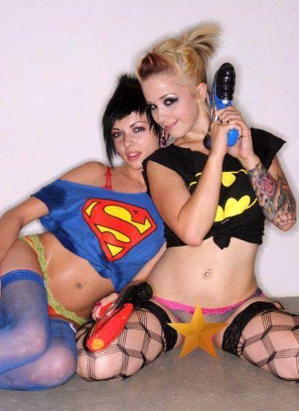 可愛いスーパーヒーローのパンツを履いてる下着姿スコwwwwww 11216