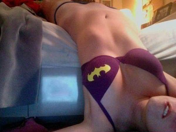 可愛いスーパーヒーローのパンツを履いてる下着姿スコwwwwww 11220
