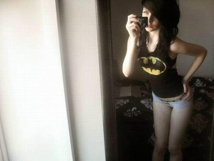 可愛いスーパーヒーローのパンツを履いてる下着姿スコwwwwww 11222