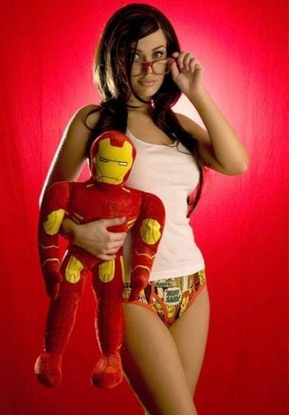 可愛いスーパーヒーローのパンツを履いてる下着姿スコwwwwww 11234