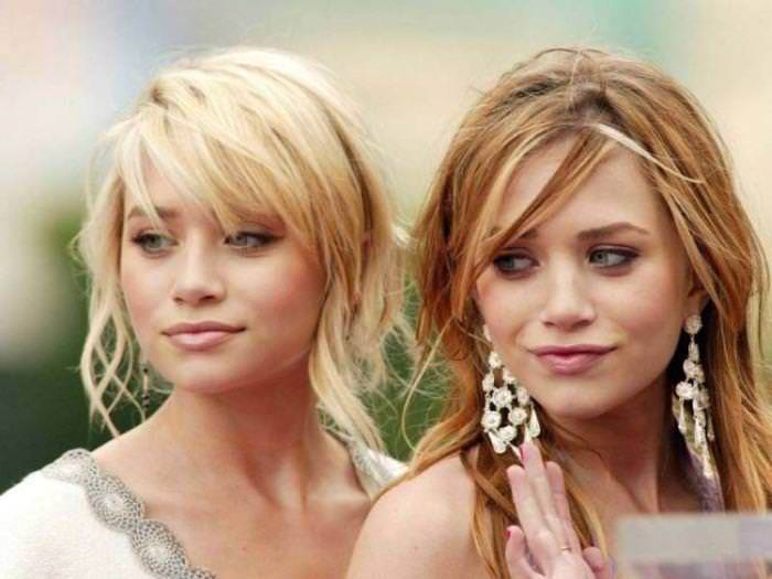 双子の姉妹でセクシーなポーズを決めるビキニがエロいwwwwwwww 1153