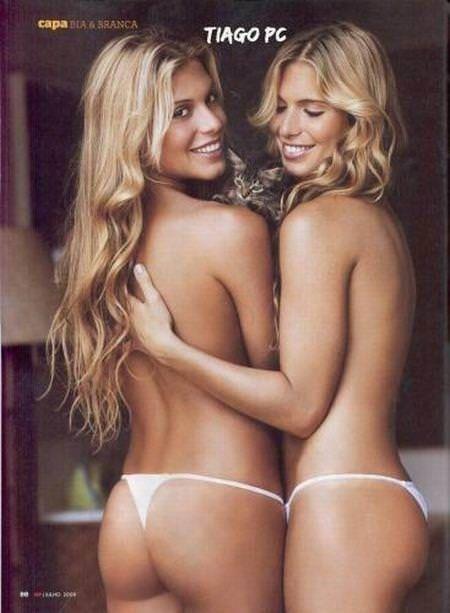 双子の姉妹でセクシーなポーズを決めるビキニがエロいwwwwwwww 1156