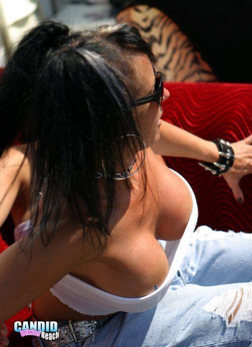 タップタプの乳房に手を挟んで柔らかさを感じたい巨乳おっぱいwwwwwwwww 1409074028