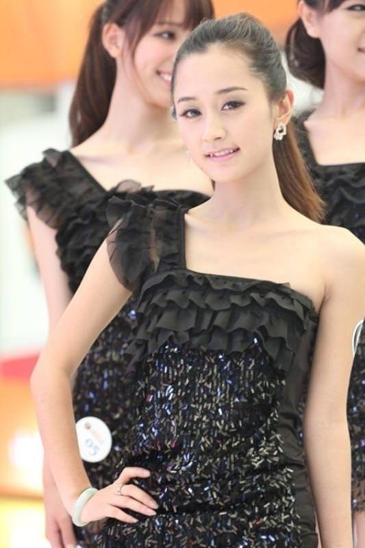 中国人コンパニオンがスタイル良すぎて可愛すぎたwwwwwwww 1713