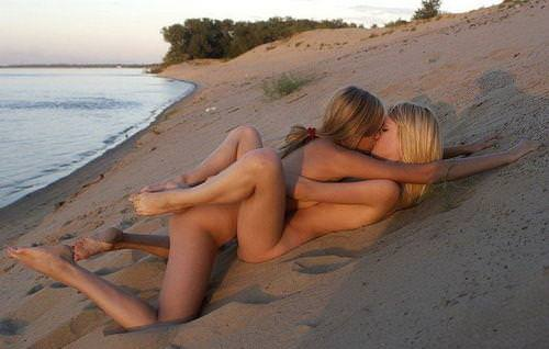わがままボディが魅力的なビーチにいるエロいビキニギャルwwwwwwwww 1946