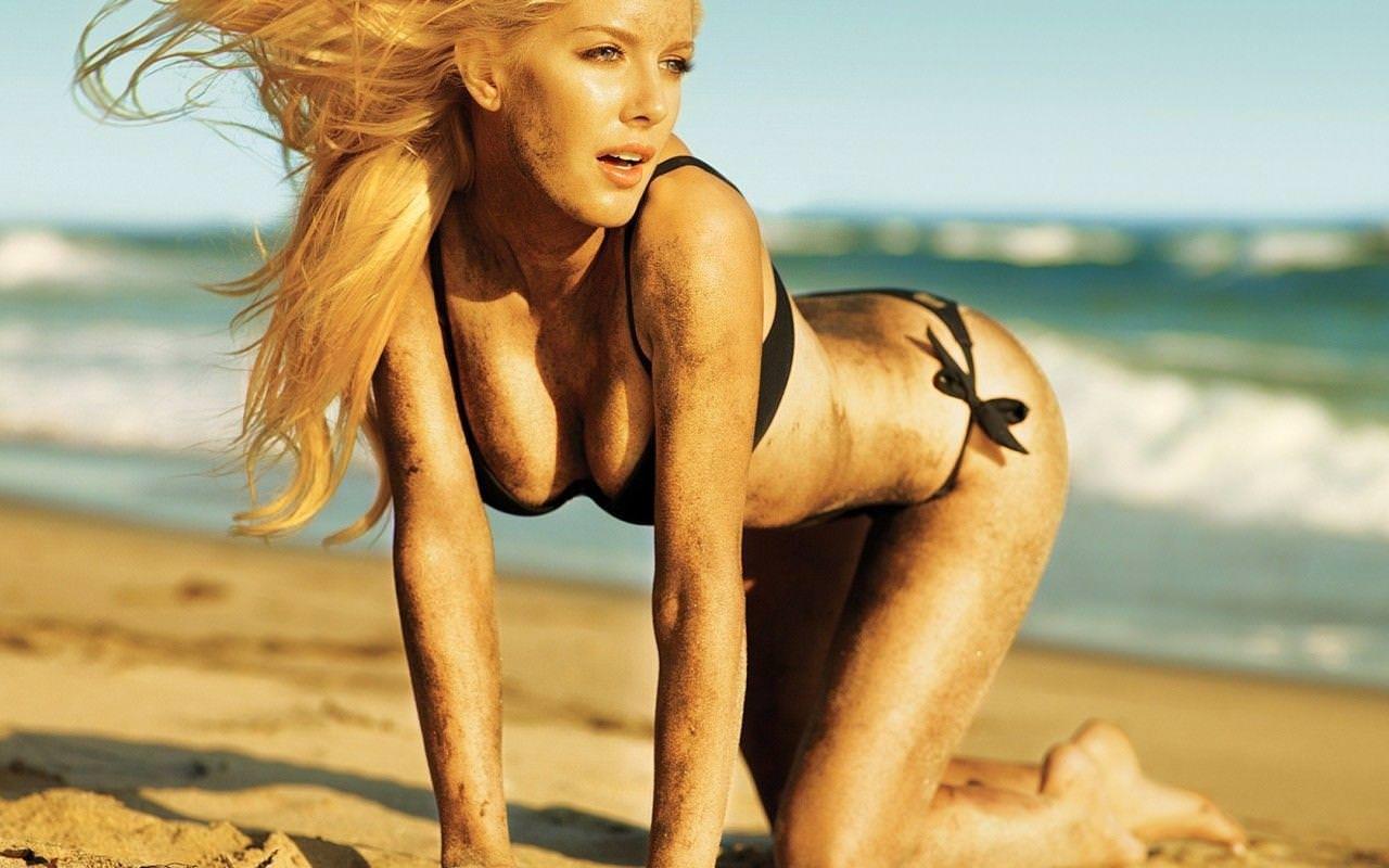 わがままボディが魅力的なビーチにいるエロいビキニギャルwwwwwwwww 1968