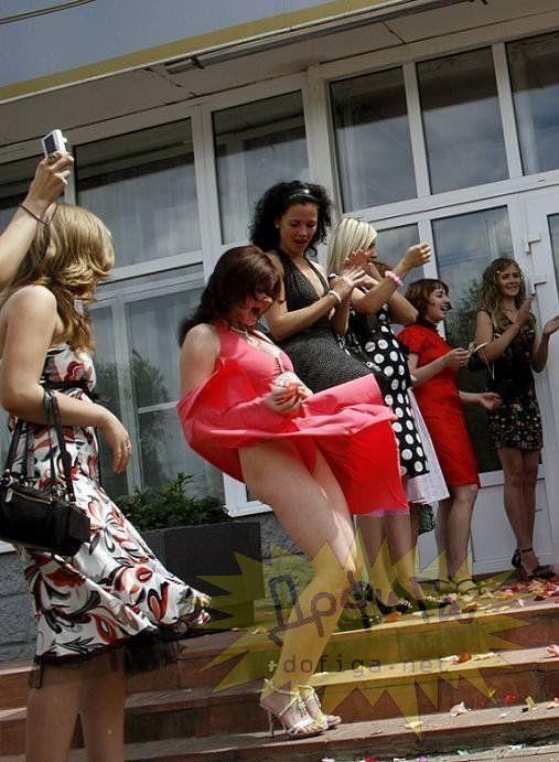 外人さんのミニスカがフワッめくれたパンチラ街撮りポルノ画像 2904