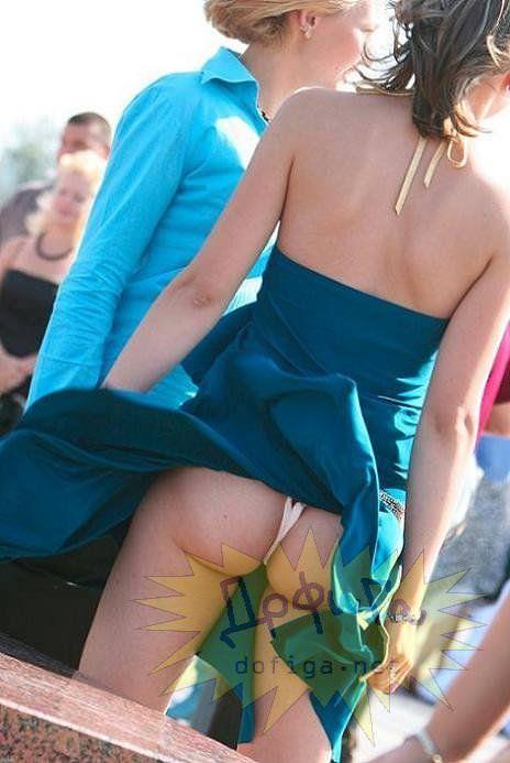 外人さんのミニスカがフワッめくれたパンチラ街撮りポルノ画像 2907