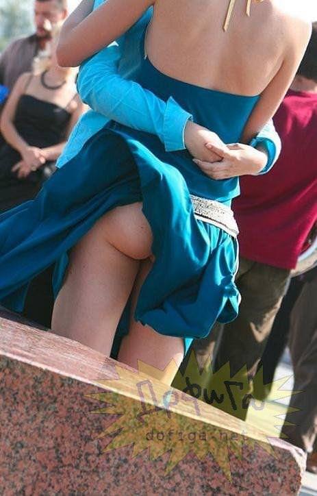 外人さんのミニスカがフワッめくれたパンチラ街撮りポルノ画像 2919