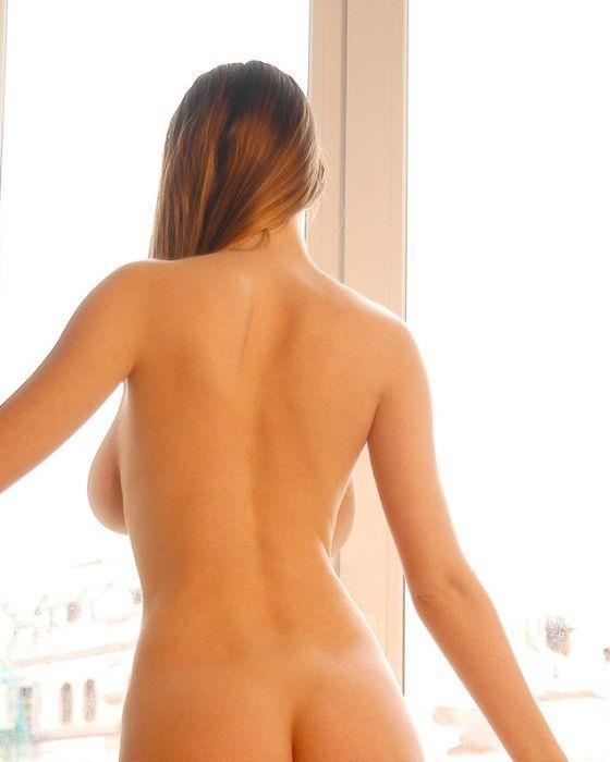 海外美人のおっぱいが爆乳すぎて背中から横乳はみ出てるwww 3122
