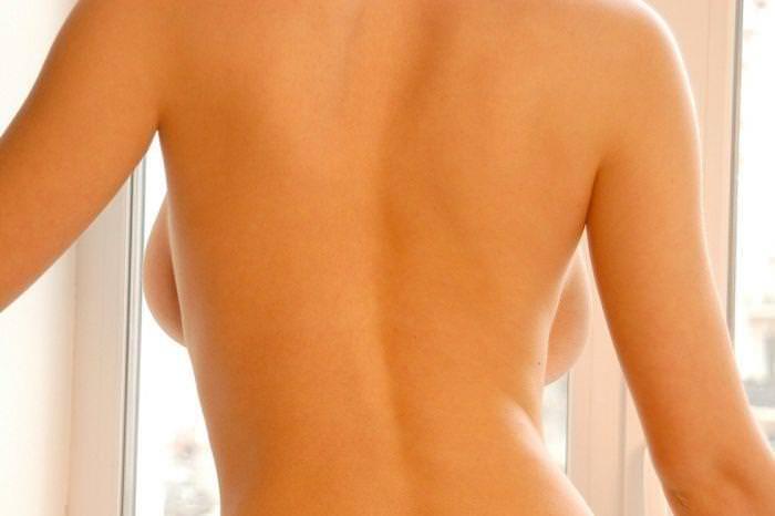 海外美人のおっぱいが爆乳すぎて背中から横乳はみ出てるwww 3123