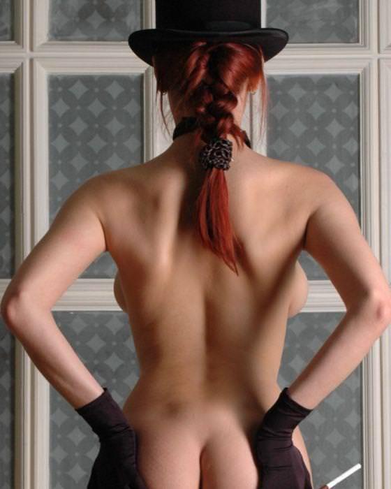 海外美人のおっぱいが爆乳すぎて背中から横乳はみ出てるwww 3132
