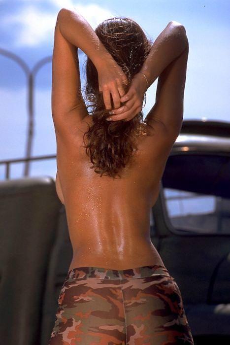 海外美人のおっぱいが爆乳すぎて背中から横乳はみ出てるwww 3133