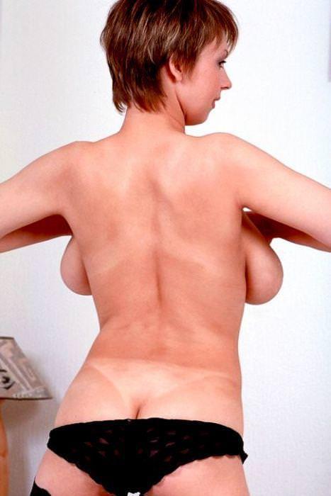 海外美人のおっぱいが爆乳すぎて背中から横乳はみ出てるwww 3143