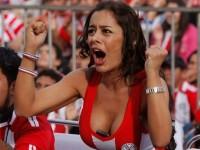 海外美人サッカーサポーターが巨乳おっぱいにスマホ隠してる件wwwwww