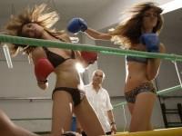 超セクシーなビキニギャルのボクシングが激しすぎて勃起しちゃうwwwwwwwwww