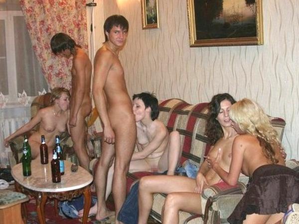 これぞ海外!!外国人の若者達がド派手にエッチな乱交ホームパーティーをしちゃう♪ 01 22